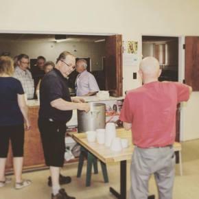 (7) L'équipe d'Ambroise finit par servir 101 bols de gombo au cours de la soirée.