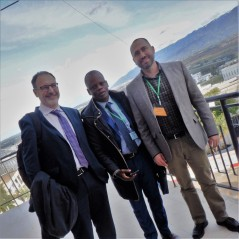 Avec Guido Bonsaver (gauche), historien de l'Université Oxford, et Didier Anoh (milieu), de l'Université Félix-Houphouët-Boigny, en Côte d'Ivoire